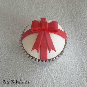 Christmas Bow Cupcake Tutorial