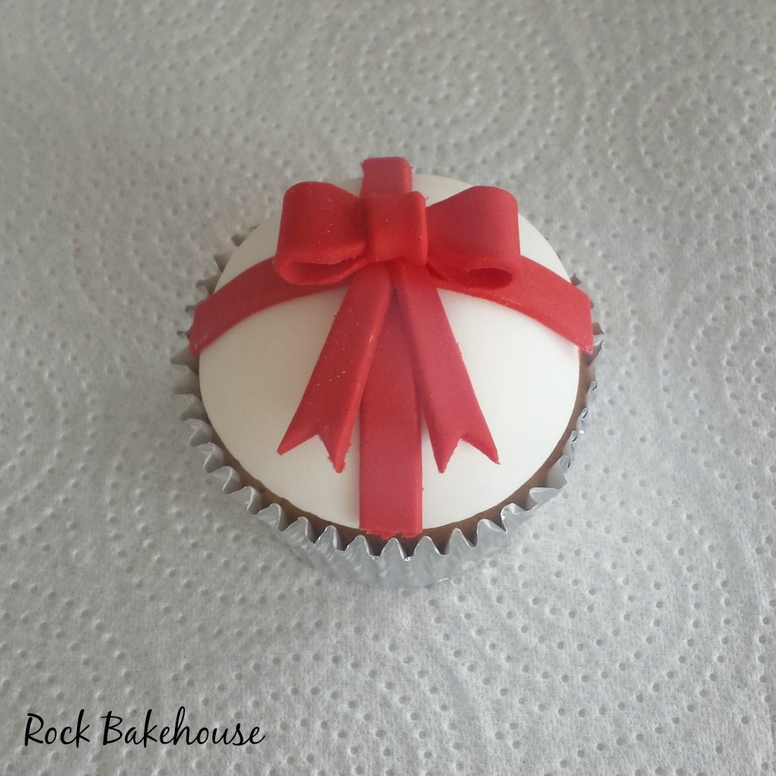 Christmas Bow Cupcake Topper Tutorial