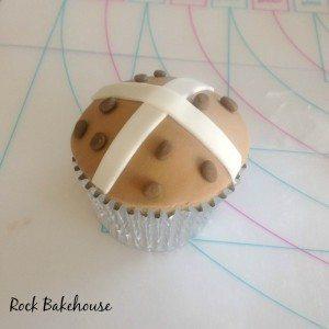 Hot Cross Bun Cupcake Tutorial