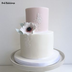 Two tier cake decorating class London